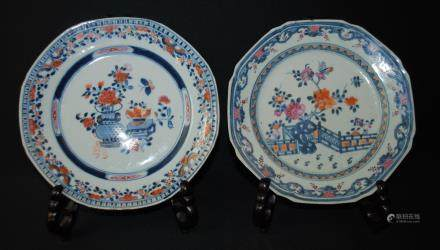 A pair of blue and white wucai dishes, Kangxi period or later