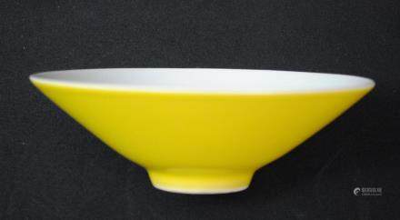 A yellow glazed bowl, Daqingyushanfang mark