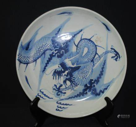 A blue and white dish with dragon pattern
