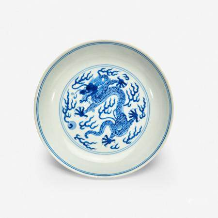 """A CHINESE BLUE AND WHITE PORCELAIN """"DRAGON"""" DISH 青花龙纹洗 QIANLONG SIX-CHARACTER SEAL MARK AND OF THE PERIOD 乾隆六字款 清 乾隆"""