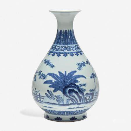 """A CHINESE BLUE AND WHITE PORCELAIN """"THREE FRIENDS"""" VASE, YUHUCHUNPING 岁寒三友青花玉壶春瓶"""