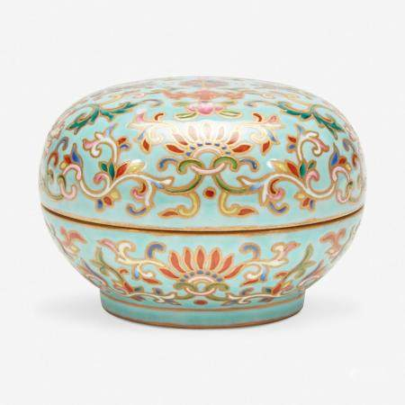 A CHINESE ENAMELED PORCELAIN FAUX CLOISONNÉ SEAL PASTE BOX AND COVER 珐琅彩带盖印泥盒 SIX-CHARACTER JIAQING SEAL MARK 嘉庆六字款