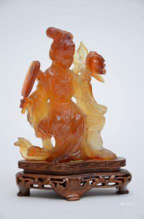 A Chinese agate sculpture of a lady (11cm)