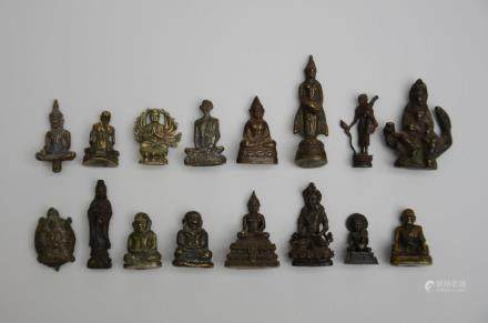 A collection of Asian miniature bronze buddhist sculptures (2cm)