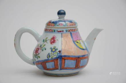 A famille rose teapot in Chinese porcelain * (10cm)