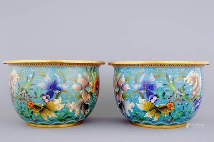 A pair of Chinese cloisonne fish bowls, 19/20th C.
