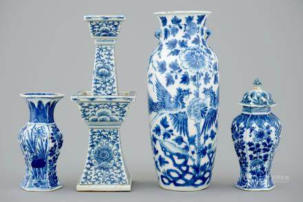 A lot of 4 various Chinese blue and white vases, 18/19th C.