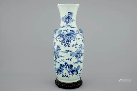 A fine Chinese blue and white on celadon ground porcelain vase with foo dogs, 19th C.