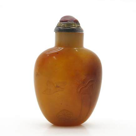 Carved Agate Chinese Snuff Bottle