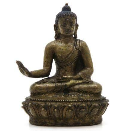 Tibetan Sculpture Depicting Sakyamuni Buddha with Relic