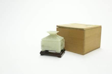 青白玉饕餮紋置物