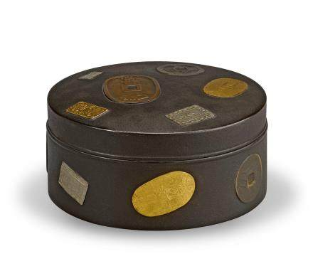 A lacquer box with coin decoration By Kichosai (c.1840-?), Meiji era (1868-1912), late 19th century