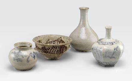A group of four Korean ceramics Late Joseon dynasty to 20th century