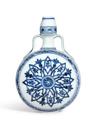 AN EXCEPTIONALLY FINE  BLUE AND WHITE 'ROSETTE' MOONFLASK, BIANHU  MING DYNASTY, YONGLE PERIOD