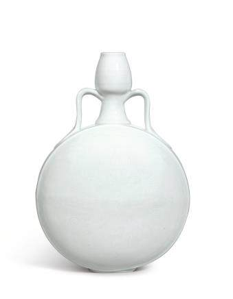 AN EXTREMELY RARE 'SWEET-WHITE' INCISED 'ROSETTE' MOONFLASK, BIANHU MING DYNASTY, YONGLE PERIOD