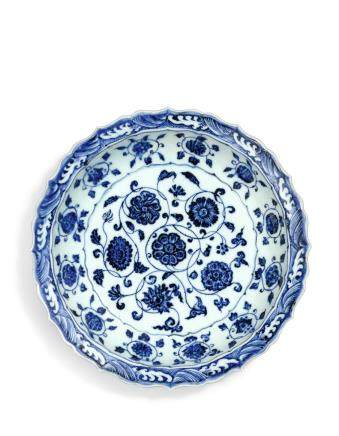 A FINE BLUE AND WHITE BARBED 'FLOWER SCROLL' DISH  MING DYNASTY, YONGLE PERIOD