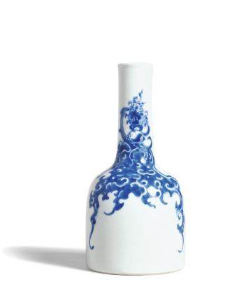 A FINE BLUE AND WHITE 'PHOENIX' MALLET VASE  MARK AND PERIOD OF KANGXI
