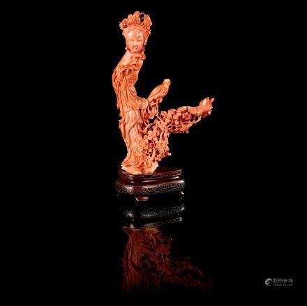 中國 十九世紀 珊瑚仕女花枝雕像