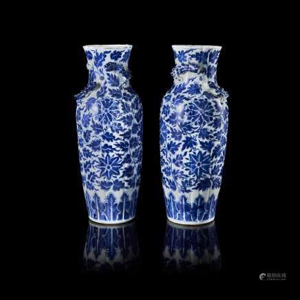 中國 二十世紀初 宣德仿款 青花麒麟花卉紋小瓶 一對