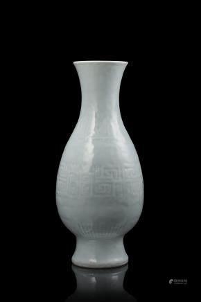 中國 十九世紀 乾隆仿款 月白釉瓷瓶