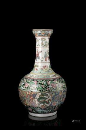 中國 十九世紀 黑地粉彩龍圖瓶