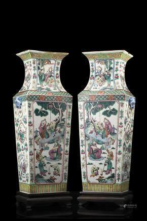中國 十九世紀 五彩瓷花卉紋雙耳對瓶