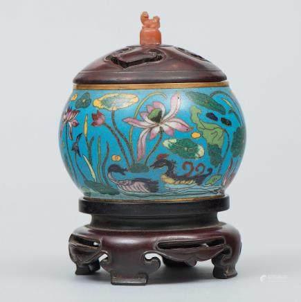 Incensario Chino de forma circular en esmalte cloisonné. Trabajo Chino, Principios del Siglo XX.