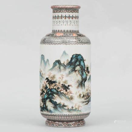 Jarrón en porcelana China esmaltada. Trabajo Chino, Siglo XX