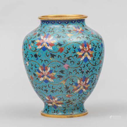 Jarrón Chino en esmalte cloisonné. Trabajo Chino, Siglo XIX.