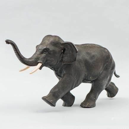 Elefante Japonés periodo Meiji (1868-1912) realizado en bronce.