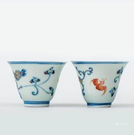 Pareja  de tazitas en porcelana china. Trabajo Chino, Siglo XIX - XX.