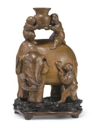 清十八世紀 竹根雕太平有象擺件