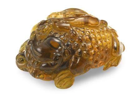 清十八世紀 琥珀三足蟾蜍把件