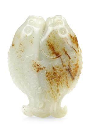 清十八世紀 褐斑白玉雙魚擺件