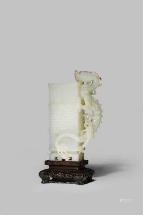 清乾隆 青白玉雕龍紋方瓶