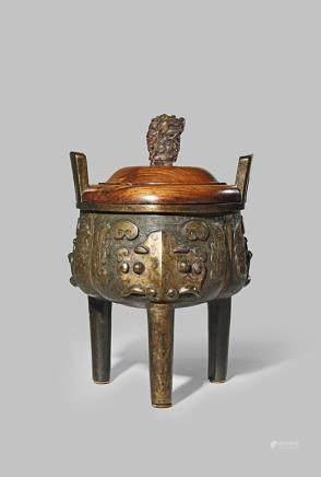 明 銅製饕餮三足鼎