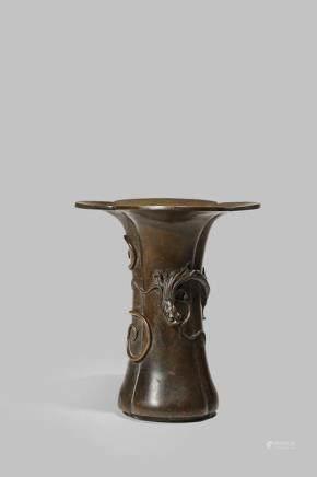 明晚期 銅製螭龍紋花口瓶