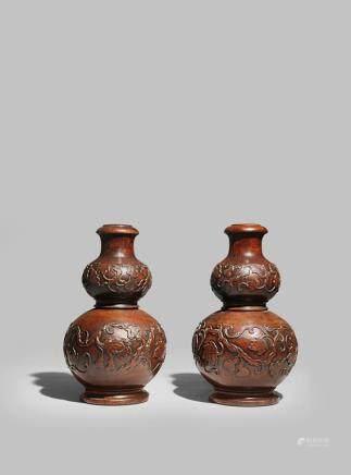 清乾隆 御製木雕瓜瓞綿綿葫蘆瓶 一對