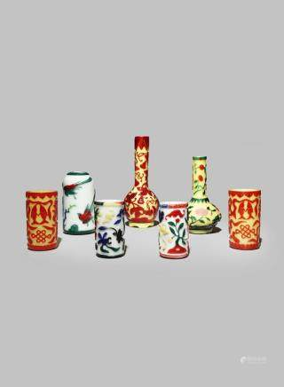 SEVEN CHINESE BEIJING OVERLAID GLASS ITEMS