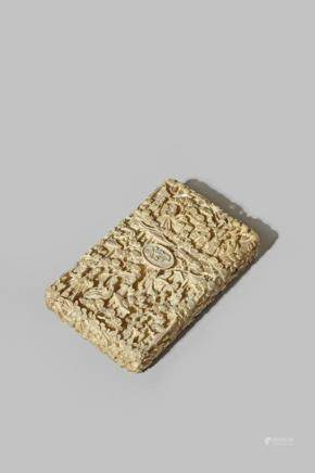 λ A CHINESE CANTON CARVED IVORY CARD CASE