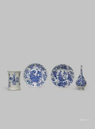 FOUR CHINESE BLUE AND WHITE ITEMS