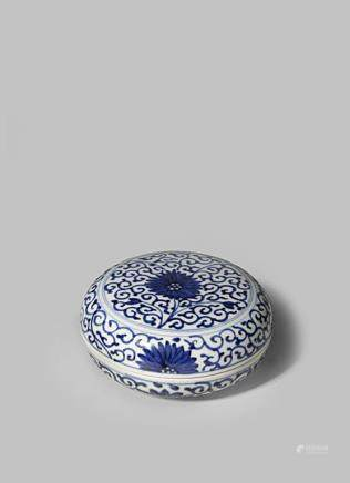 A CHINESE BLUE AND WHITE SEAL PASTE BOX AND COVER