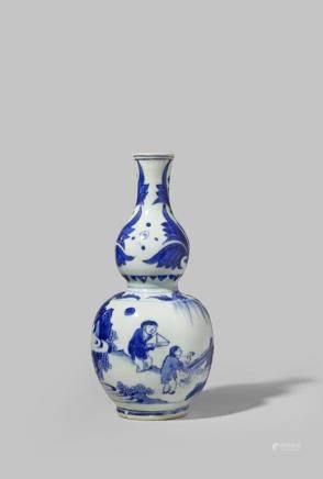 A SMALL CHINESE BLUE AND WHITE GOURD-SHAPED VASE