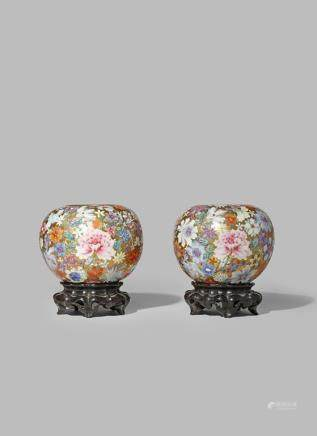 A PAIR OF CHINESE FAMILLE ROSE 'MILLEFLEURS' VASES