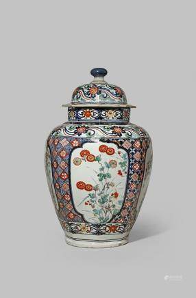 A LARGE JAPANESE IMARI BALUSTER VASE AND COVER