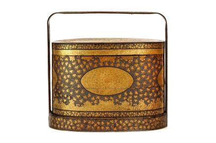 A CHINESE EXPORT GILDED BLACK LACQUERED WOOD CLOTHES BOX AND COVER
