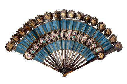 A CHINESE FAN IN THE FORM OF PEACOCK FEATHERS