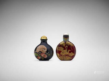 Two Chinese painted glass snuff bottles