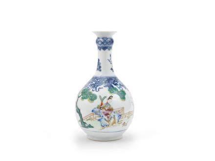 A famille rose and underglaze-blue bottle vase