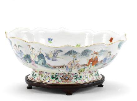 A famille rose 'Immortals' foliate bowl